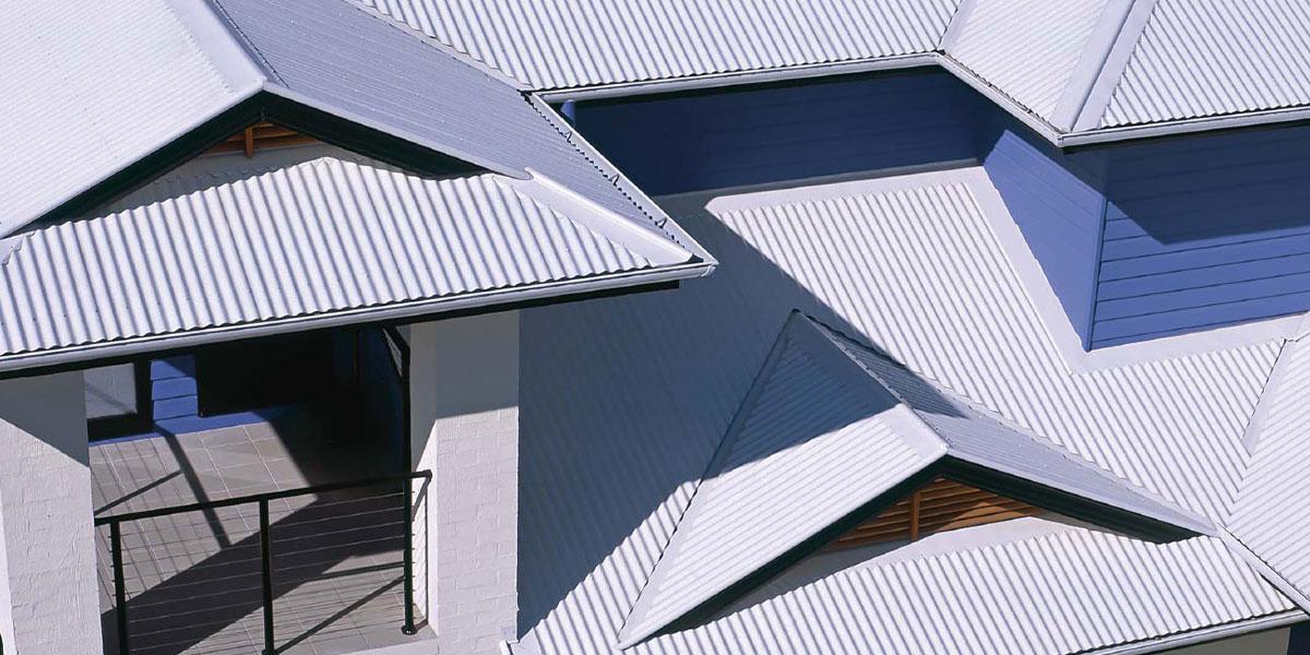 крыша из серого профнастила
